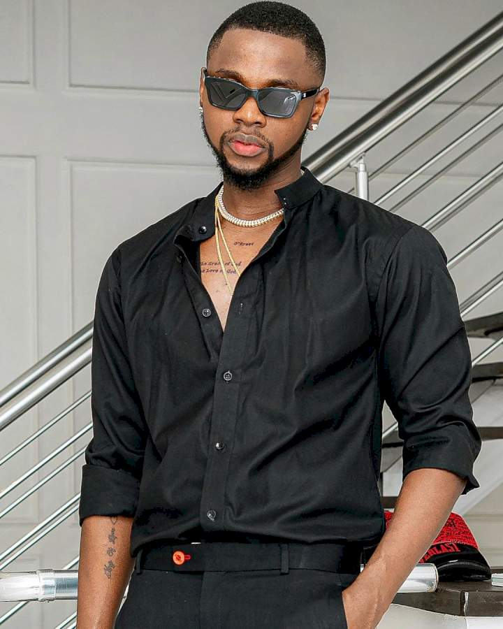 Daddy Duty: Singer, Kizz Daniel enjoys priceless time with his twin, Jelani and Jalil (Video)