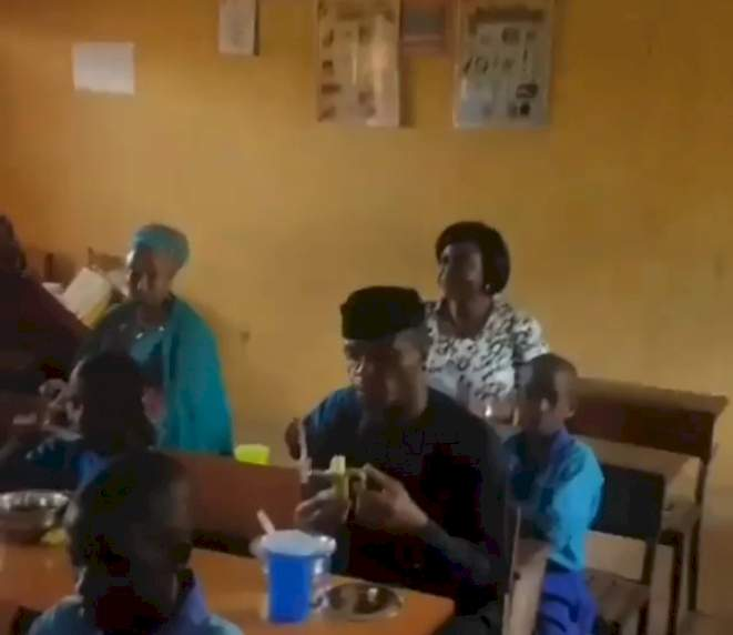 Nigerians react to video of vice president, Yemi Osinbajo eating banana with primary school pupils inside classroom (Video)