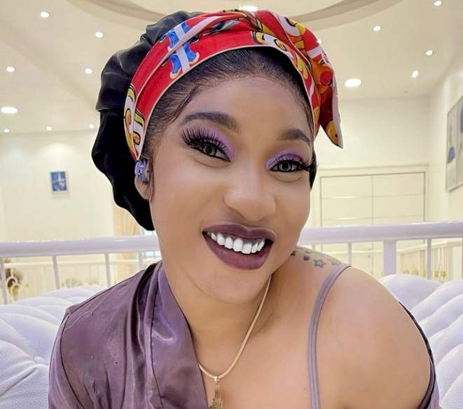 Weeks after breaking up with Prince Kpokpogri, Nollywood actor proposes to Tonto Dikeh