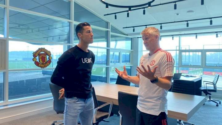 EPL: Solskjaer reveals how Ronaldo demanded no.7 shirt from Cavani