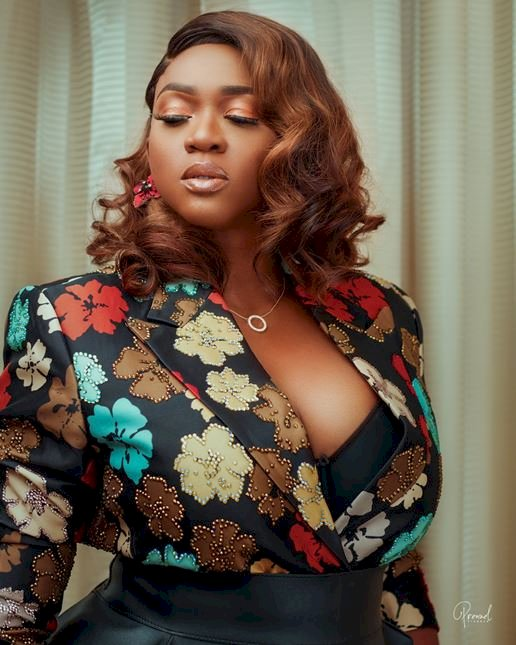 """Find a lovely girl about your age"" - Singer, Waje dismisses fan who attempted to shoot his shot"