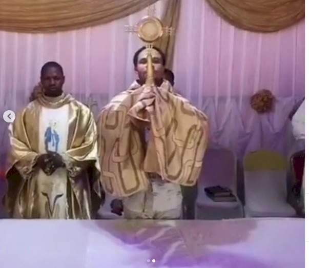 """""""Filthy hands"""" - Nigerians react to video of prophet Odumeje lifting an Ostensorium of the blessed sacrament (Video)"""