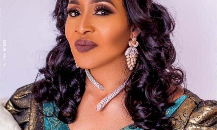 """""""Sophia always has sex with Davido when he visits his daughter"""" – Kemi Olunloyo alleges"""