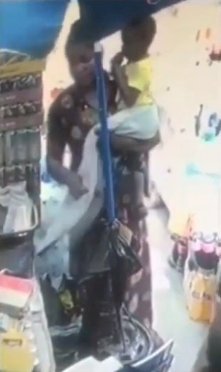 Nursing mother looking for job caught on tape stealing a bag (Video)