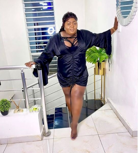 """Wetin do your legs abeg"" – Netizens drag Eniola Badmus for over-editing her photo"