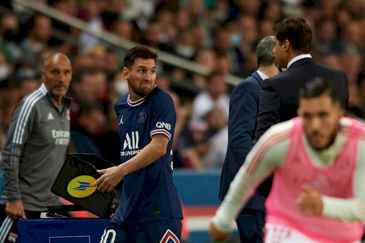 Messi snubs Pochettino after being subbed off during PSG home debut