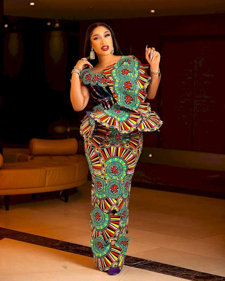"""""""Strong men came to push the riff-raff away for the king to pass"""" - Tonto Dikeh brags as she shares video Of Kpokpogri getting arrested"""