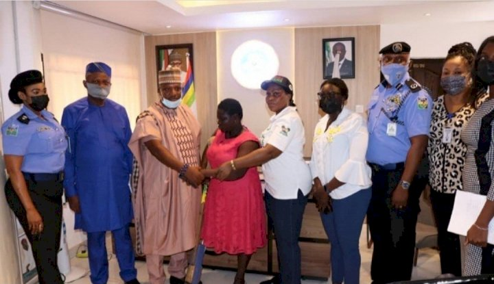 Lagos government 'releases' amputee, hands her over to family